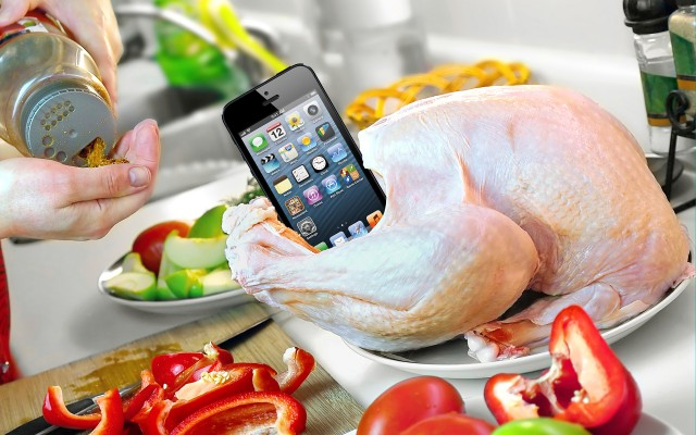 thanksgiving_turkey_iphone How Deals Will Differ on Thanksgiving vs. Black Friday vs. Cyber Monday